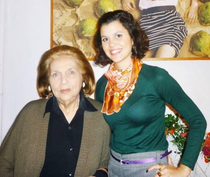 Glorinha com a neta, Yasmine Paranaguá, em 2011 /Foto: Arquivo site Lu Lacerda