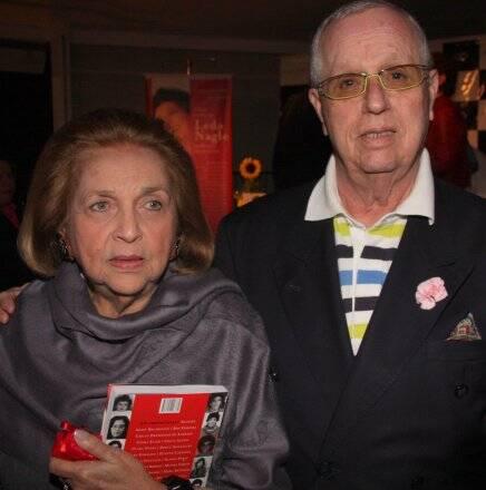 Glorinha Paranaguá com o produtor de moda Julio Rêgo (1941-2016) em 2010 /Foto: Arquivo site Lu Lacerda