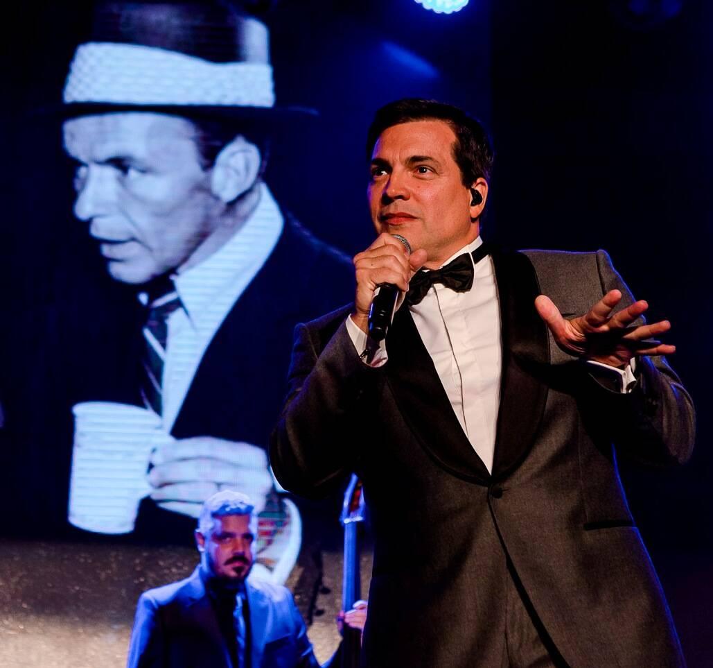 Daniel Boaventura cantando Sinatra /Foto: Bruno Ryfer
