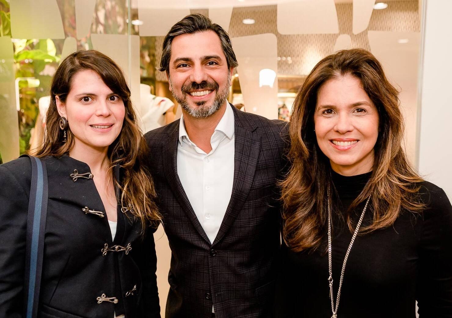 Paloma Danemberg, Rodrigo Lovatti e Angela Hall /Foto: Bruno Ryfer