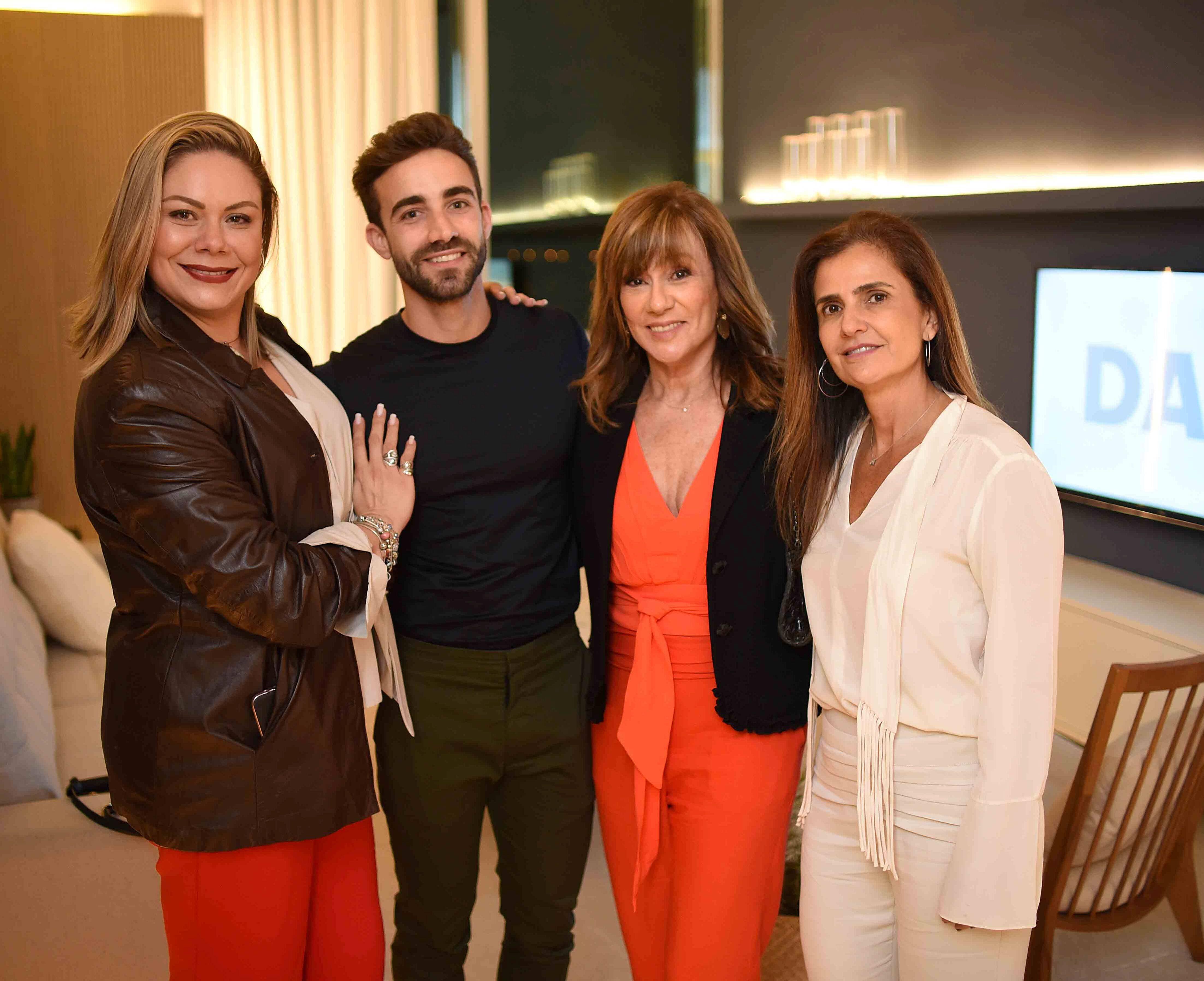 Carol Schmidt, Gregory Copello, Eva Taquechel e Anna Fadul /Foto: Ari Kaye