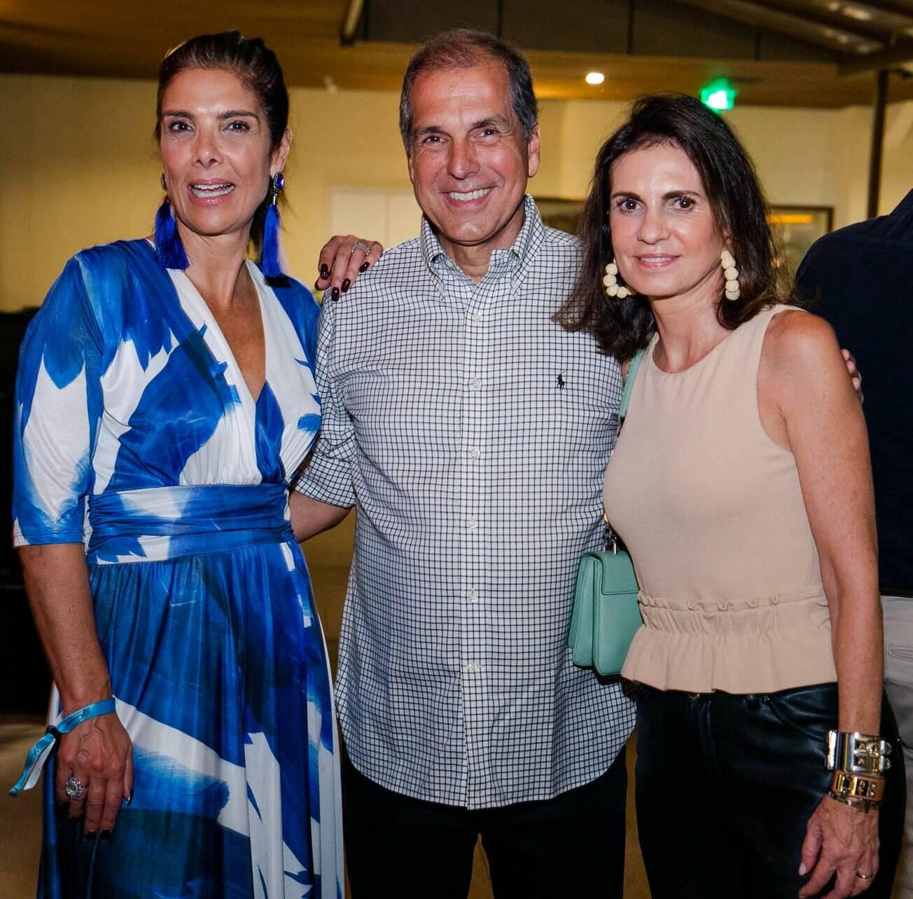 Patricia Brandão com o casal Luiz Carlos Nabuco e Paula Nabuco /Foto: Miguel Sá