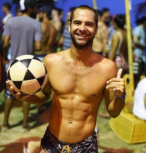 O surfista Marcelo Trekinho