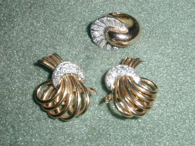conjunto-de-par-de-brincos-e-anel-em-ouro-18-kilates-e-brilhantes-redondos