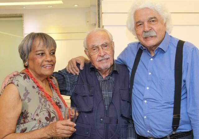 O casal Olívia e Lan com Paulo Casé