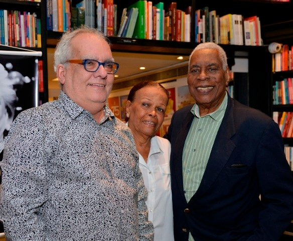 Xexéo com o casal Mary Ventura e Haroldo Costa