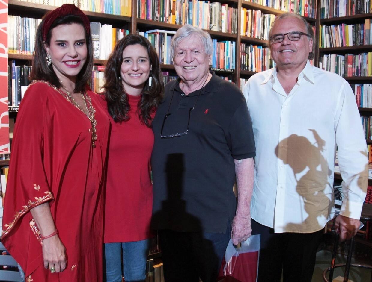 Narcisa Tamborindeguy e Marianna Tamborindeguy de Oliveira, Boni de Oliveira e Helcius Pitanguy /Foto: Vera Donato