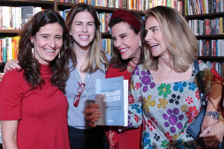 Marianna Tamborindeguy de Oliveira, Maria Marinho, Narcisa Tamborindeguy e Maitê Proença /Foto: Vera Donato
