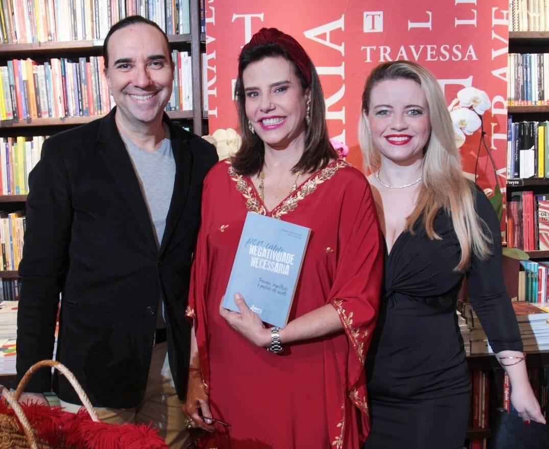 Narcisa Tamborindeguy entre Helcio Hime e Camilla Carvalho /Foto: Vera Donato