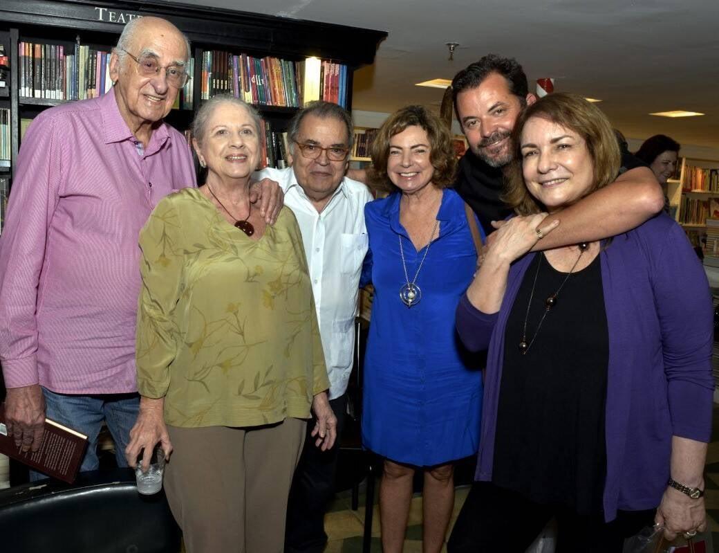 Zuenir e Mary Ventura, Sebastião Lacerda, Rosa Maria Araújo, Miguel Pinto Guimarães e Bia Correa do Lago /Foto: Cristina Granato
