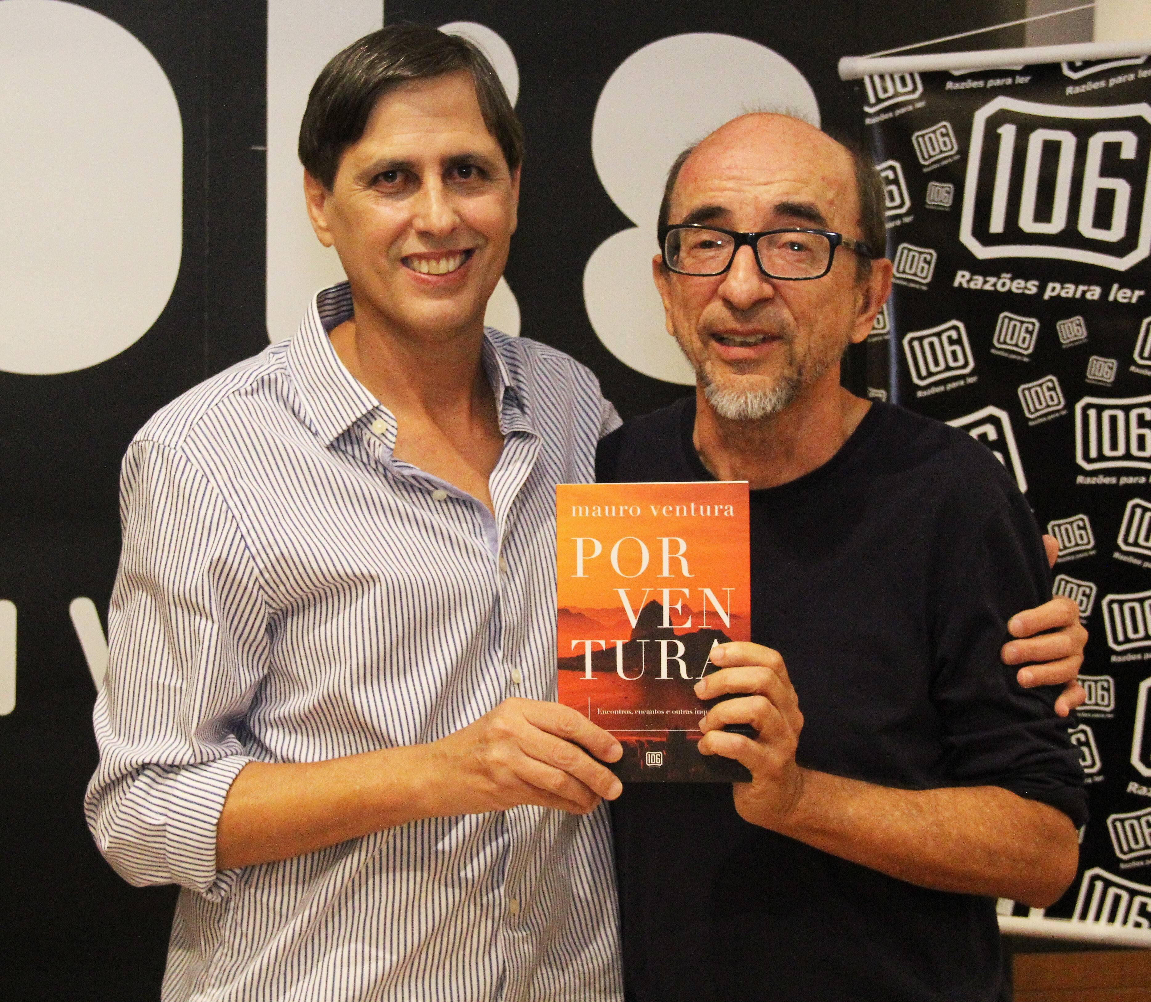 Mauro com Joaquim Ferreira dos Santos, que escreveu o prefácio /Foto: Marcelo Brandão