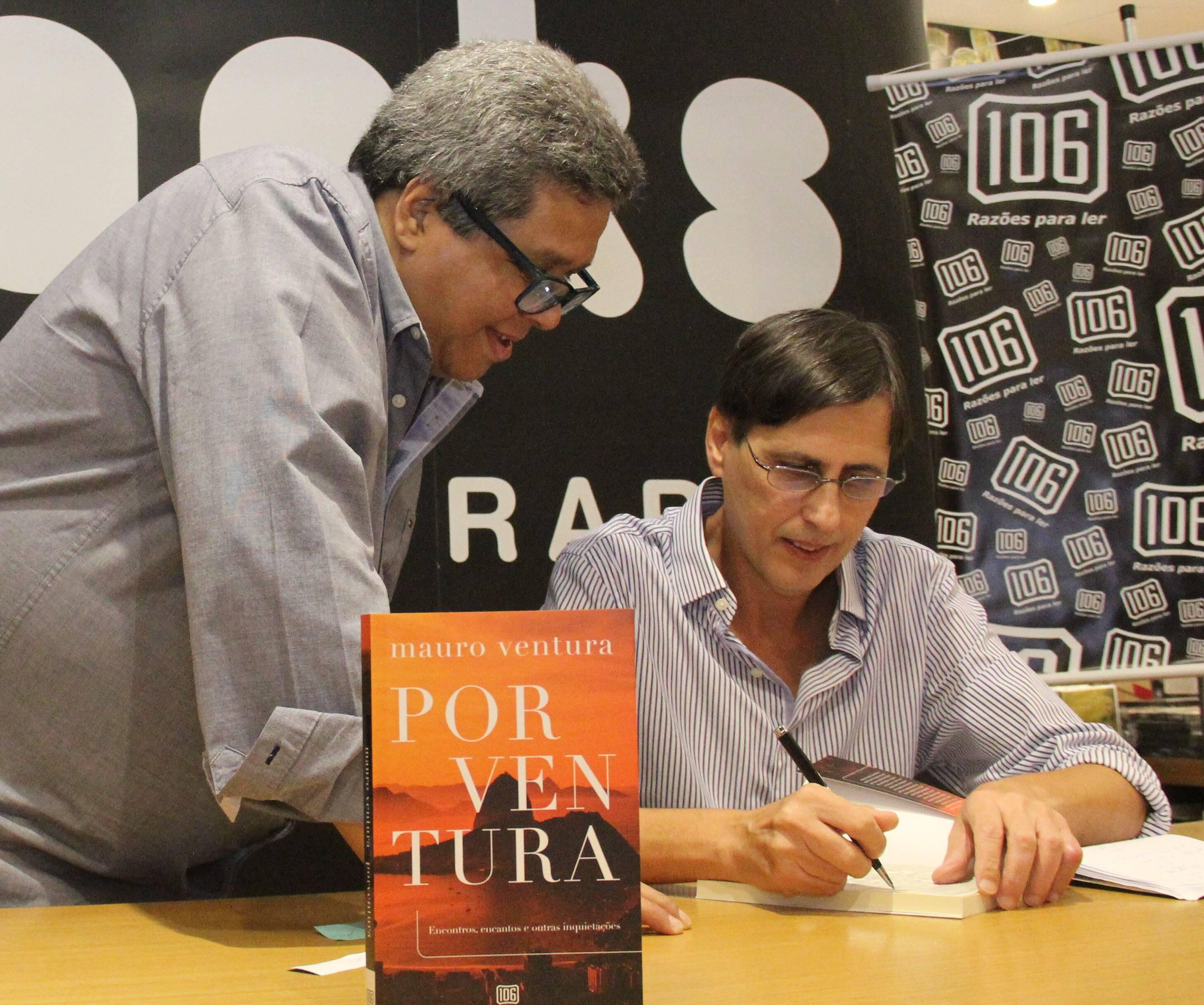 Mauro Ventura e o jornalista e escritor Jorge Antônio Barros /Foto: Marcelo Brandão