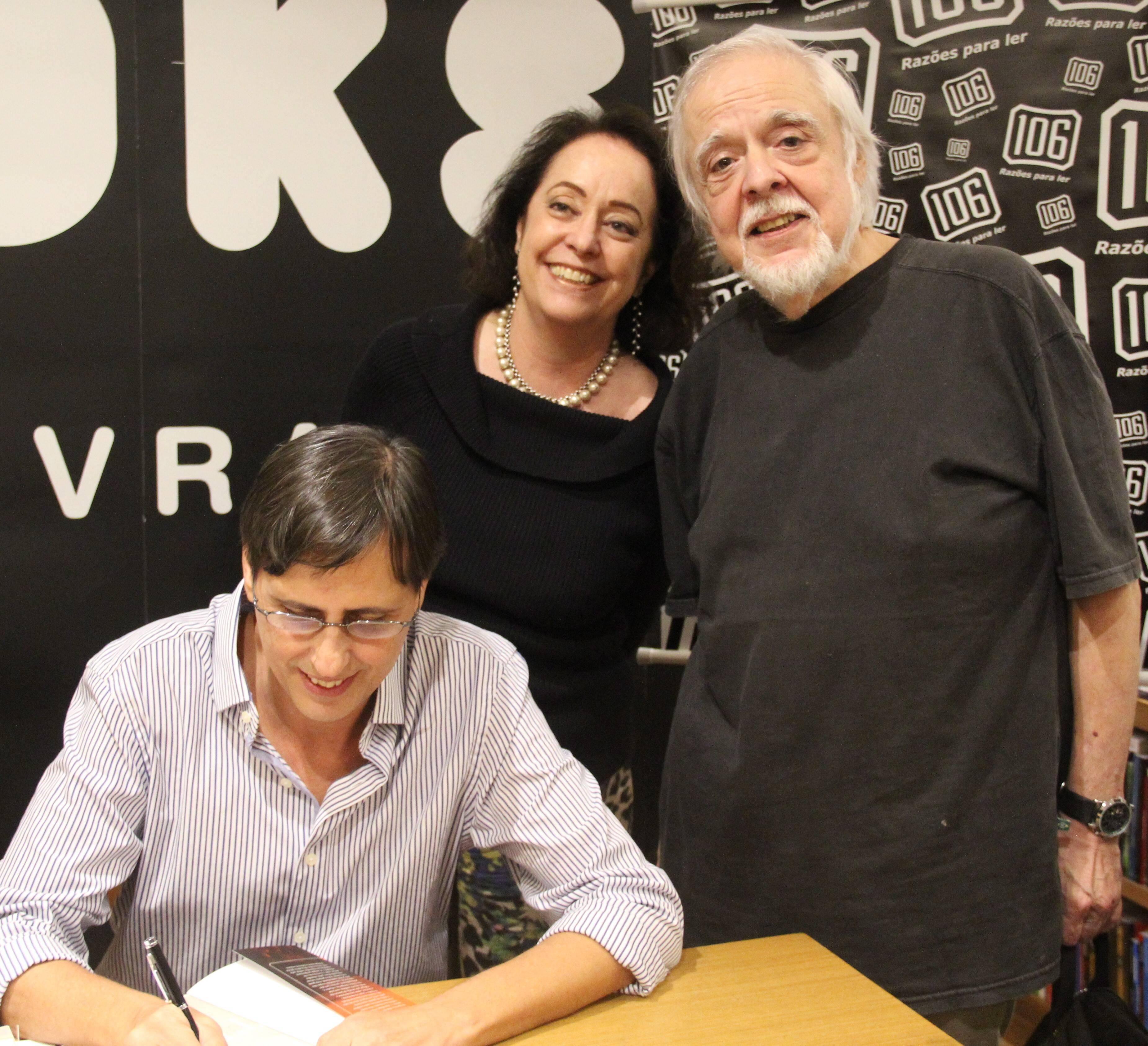 Mauro e o publicitário Lula Vieira com a mulher, a jornalista Silvana Gontijo /Foto: Marcelo Brandão