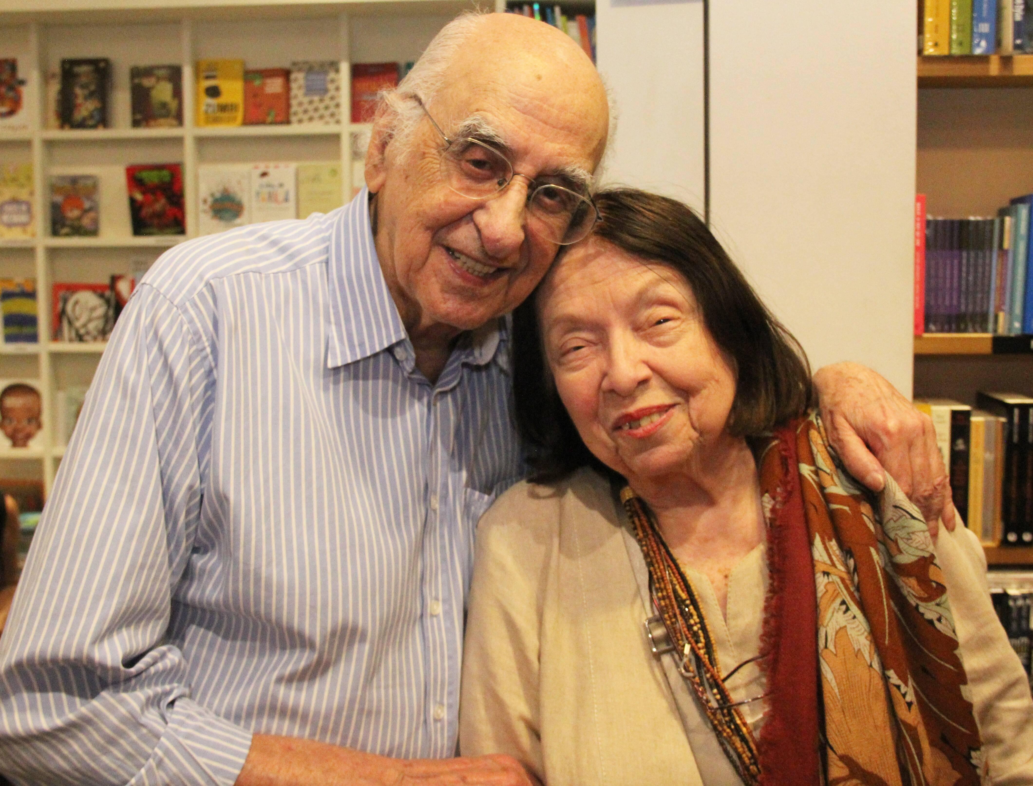 Zuenir Ventura, pai de Mauro, e Nélida Piñon /Foto: Marcelo Brandão