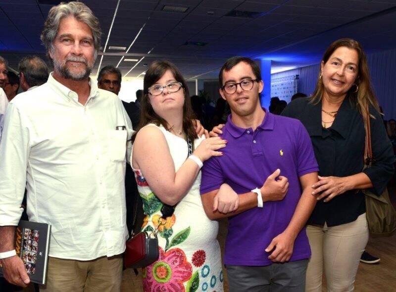 João e Maria Cristina Orleans e Bragança com Gustavo e Rita Aratanha