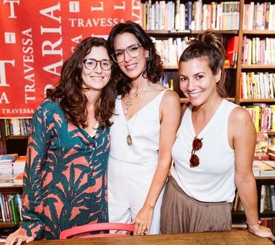 Karen Couto entre Mariana e Nicole Tamborindeguy