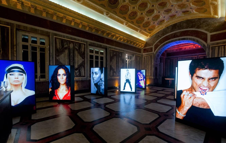 A exposição de fotos no hall do Parque Lage /Foto: Mariana Vianna
