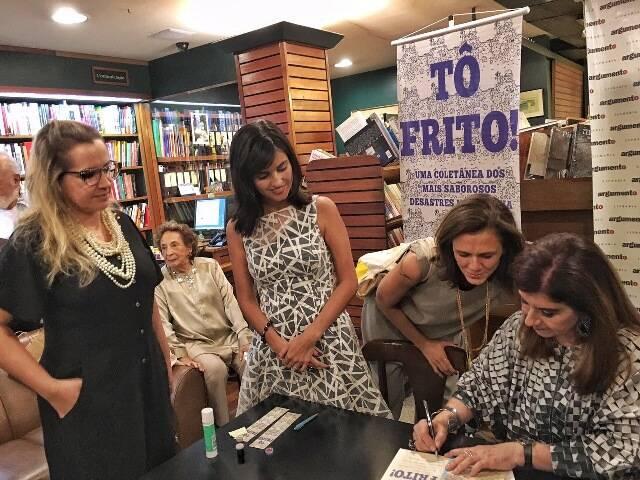 As chefs Anna Elisa e Maria Fernanda com as jornalistas Renata Monti e Luciana Fróes