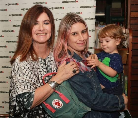 Luciana Fróes com a filha Patrícia e o neto Lino