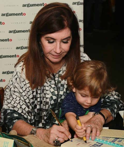 Luciana Fróes e o neto Lino