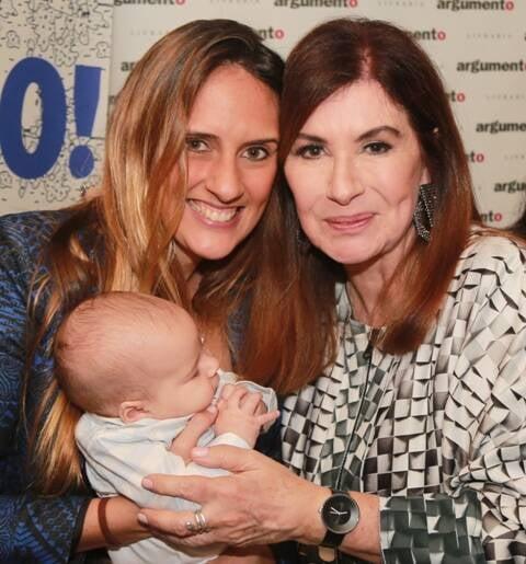 Monique Arruda com Gabriel e Luciana Fróes