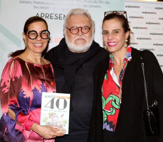 Ricardo Amaral entre Alice e Narcisa Tamborindeguy