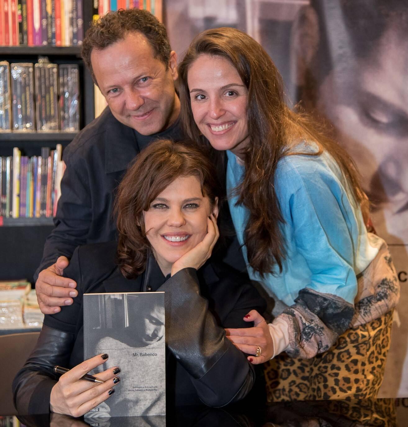 Bárbara Paz com o casal Vik Muniz e Malu Barreto /Foto: Ana Paula Amorim