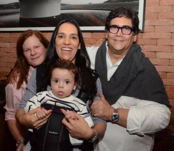 Maria Geyer, Thais Araújo com o filhinho, Rafael e o amigo  Antonio Neves da Rocha