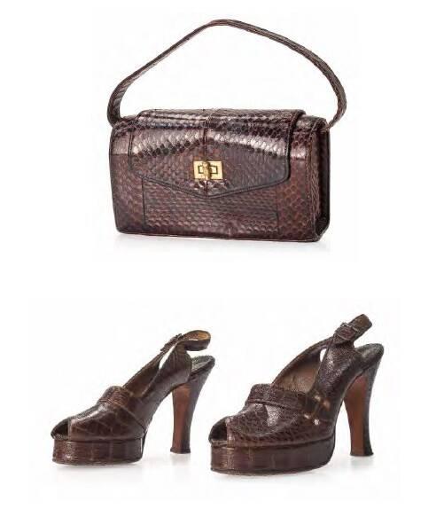 Conjunto de bolsa e sapatos em couro; feitos a mão; em couro de jacaré da década de 1940. Valor inicial de R$ 800 /Foto: Reprodução
