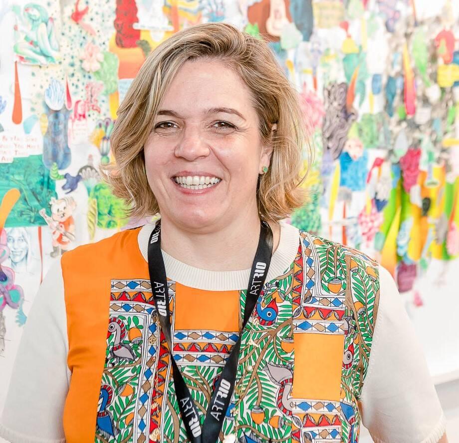 A galerista Luciana Caravello /Foto: Bruno Ryfer, Miguel Sá e Túlio Thomé