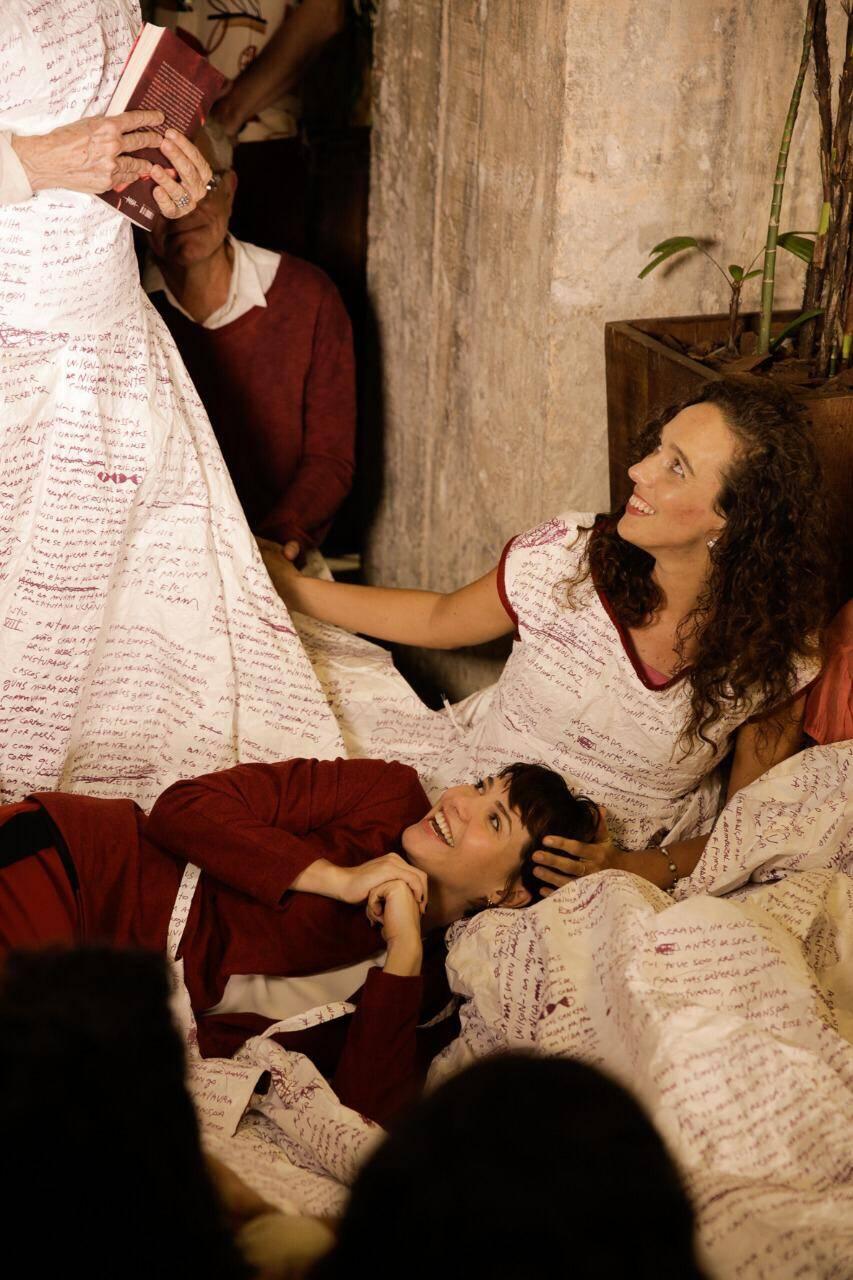 Mana Bernardes com Letícia Colin no colo /Foto: Roberto Pontes