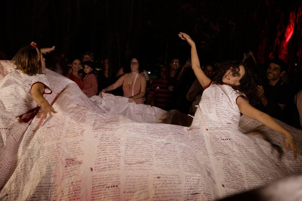 Parte da performance /Foto: Roberto Pontes