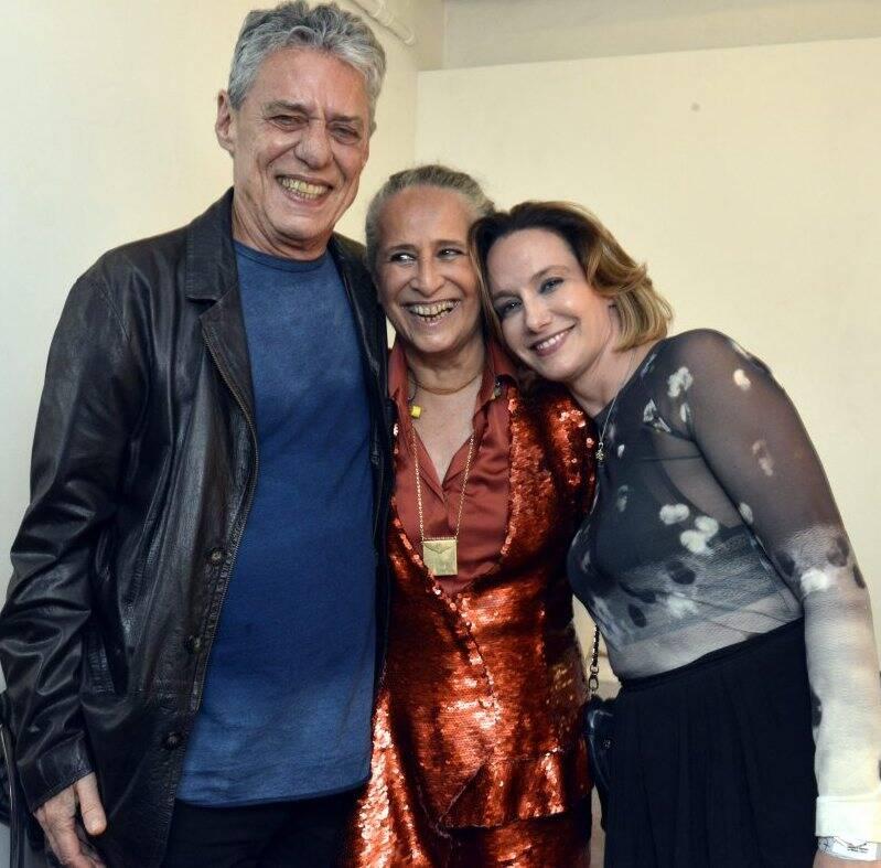 Maria Bethânia com o casal Chico Buarque e Carol Proner - Foto:  Cristina Granato