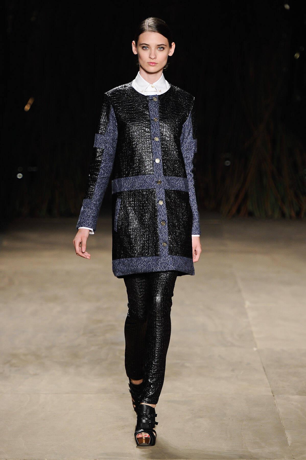 O estilista Thiago Marcon optou por peles sintéticas, com texturas de croco, além de tricôs, moleton, nylon e até seda. A parte de estamparia nos causou um revival da coleção de verão 2011/2012.