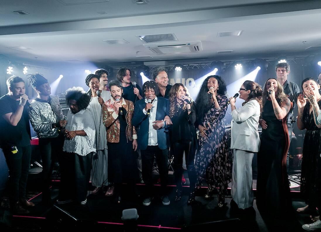 Milton Nascimento canta com todos os músicos /Foto: Bruno Ryfer e Miguel Sá