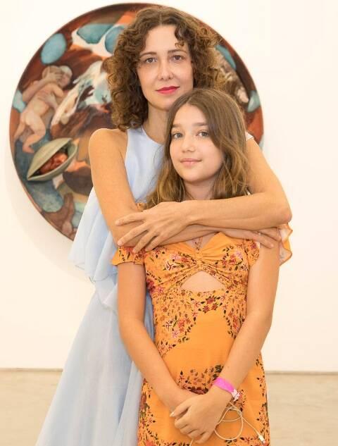Adriana Varejão com a filha Catarina