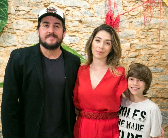 Rodrigo Suricato e Paula Costa com o filho Matheus