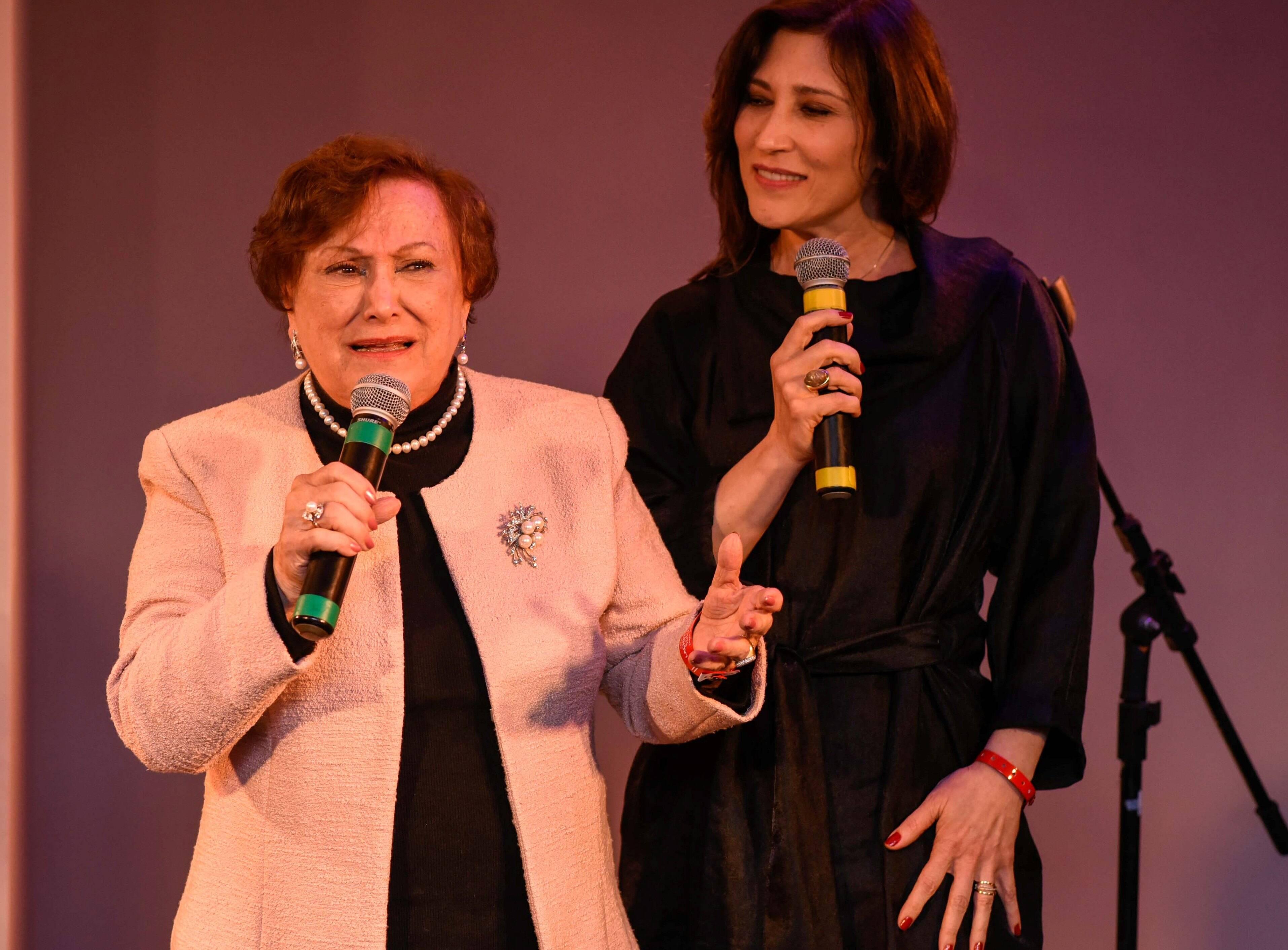 """Nicette Bruno e Beth Goulart cantaram """" Beatriz"""" para a aniversariante / Foto: Mariama Prieto"""