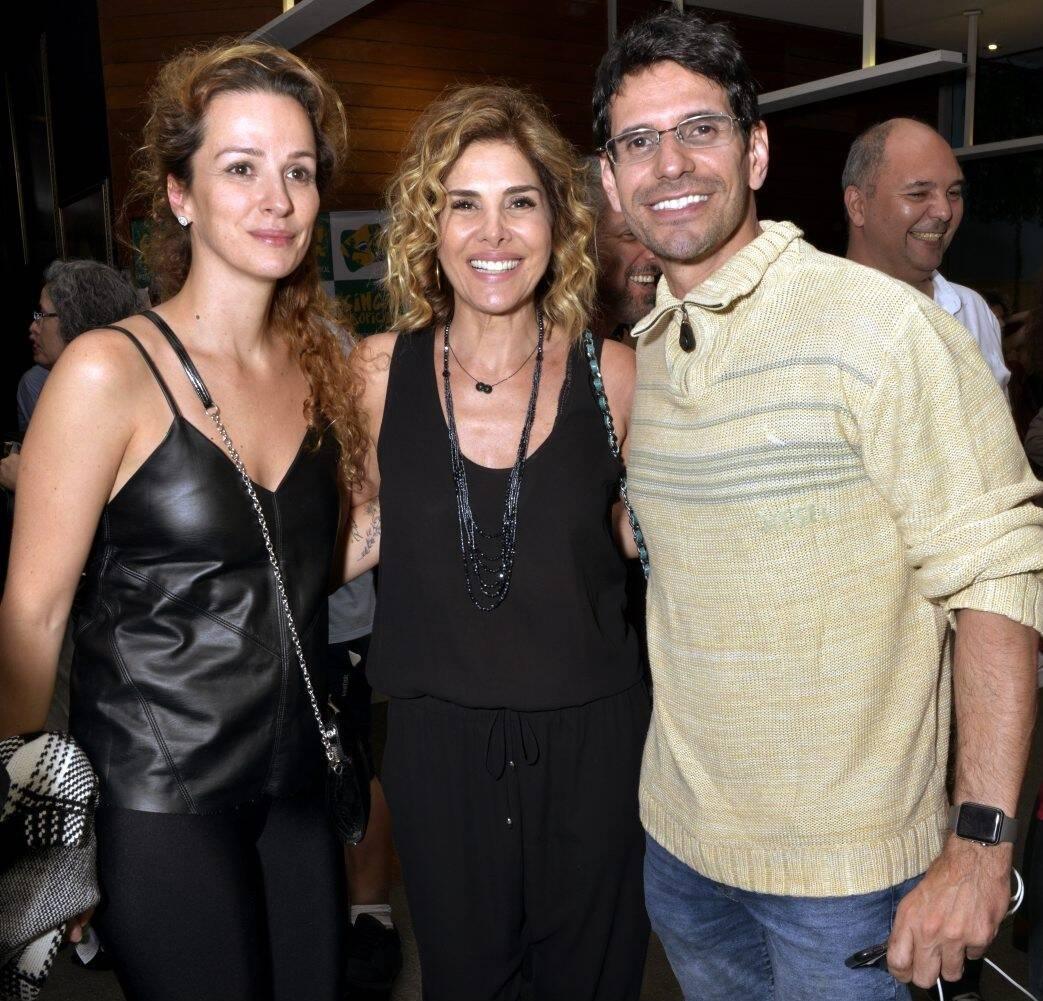 Francisca Queiroz, Helena Fernandes e Alexandre Barillali  /Foto: Cristina Granato