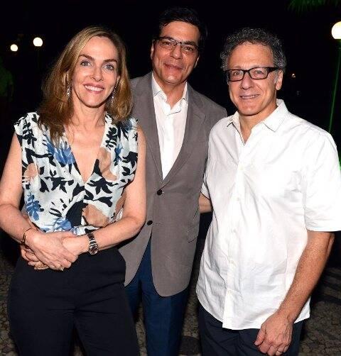 O casal Patricia Kogut e Ali Kamel com Thomas Levin