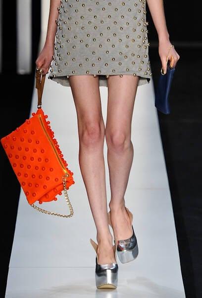 Fora as texturas, como dessa bolsa laranja, que ficaram incríveis.