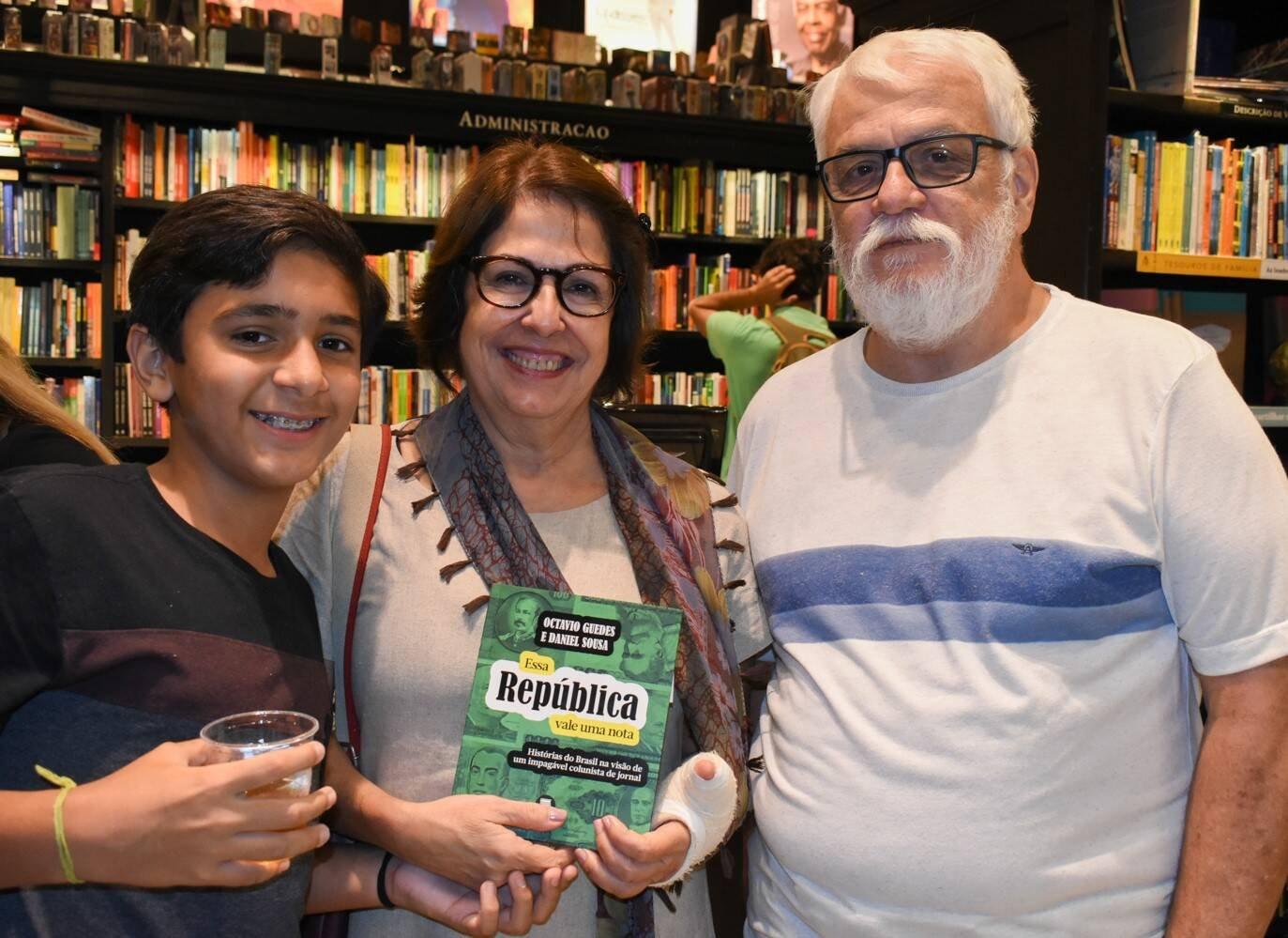 João e Chico Caminha com Lucilia Soares /Foto: Cristina Lacerda