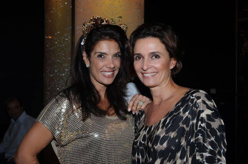 Patricia Brandao, que recebeu os convidados e Andréa Natal, nos preparativos do Baile do Copa