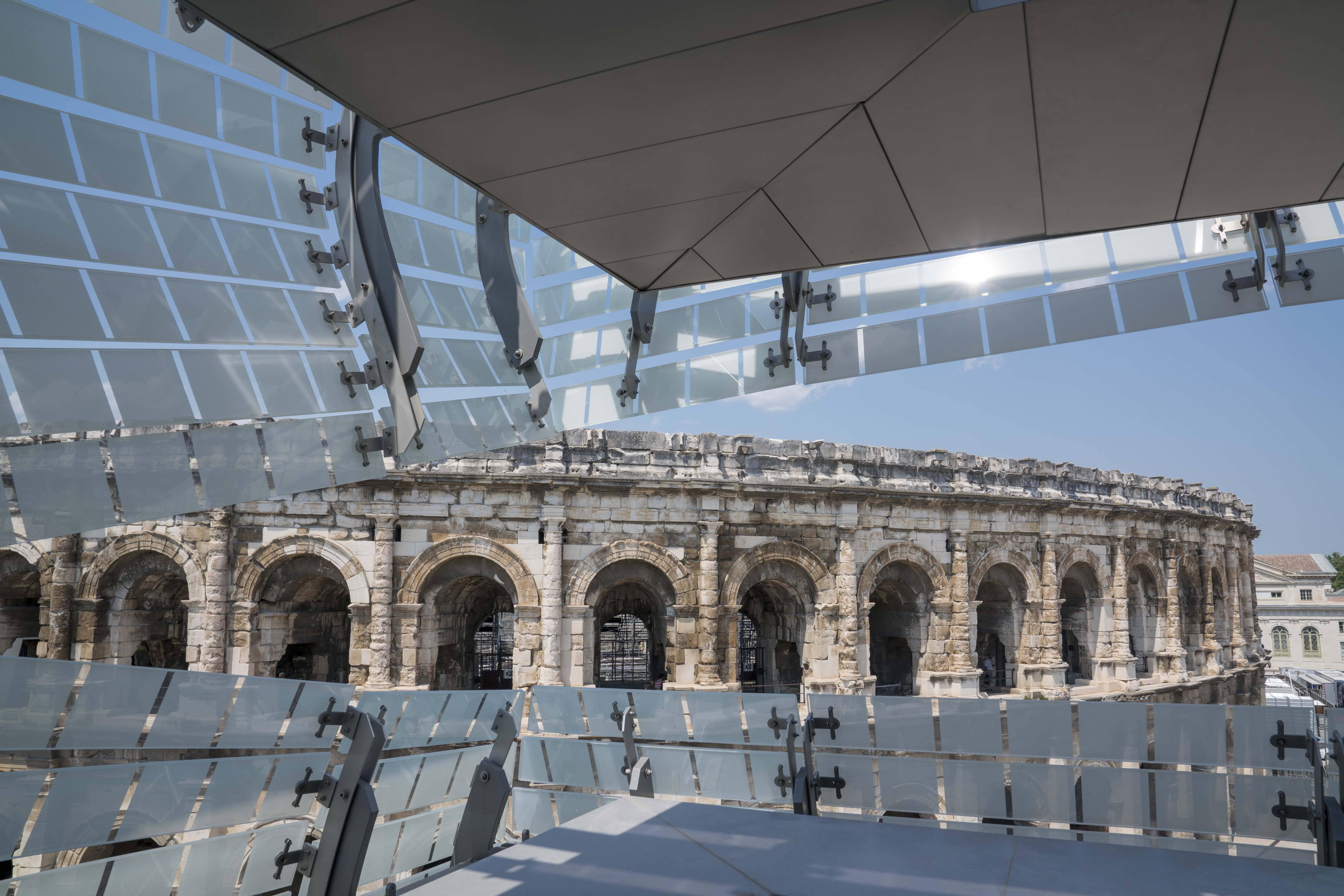 A vista de dentro do museu revestido por mosaicos de vidro dialogando com  mais de 20 séculos de História com as antigas arenas romanas /Foto: Arquivo pessoal