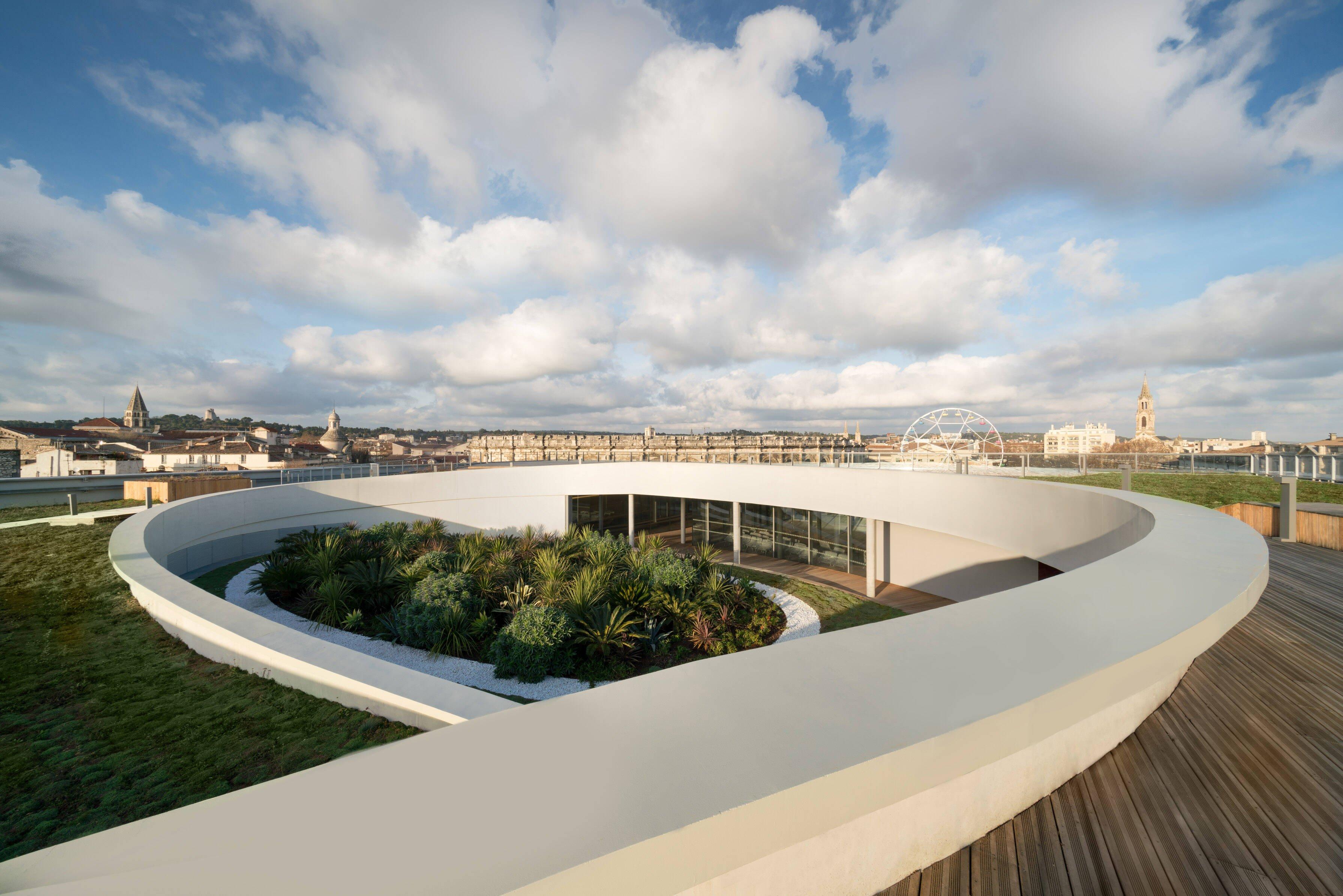 A vista do terraço com traços inspirados em Oscar Niemeyer /Foto: Nicolas Borel