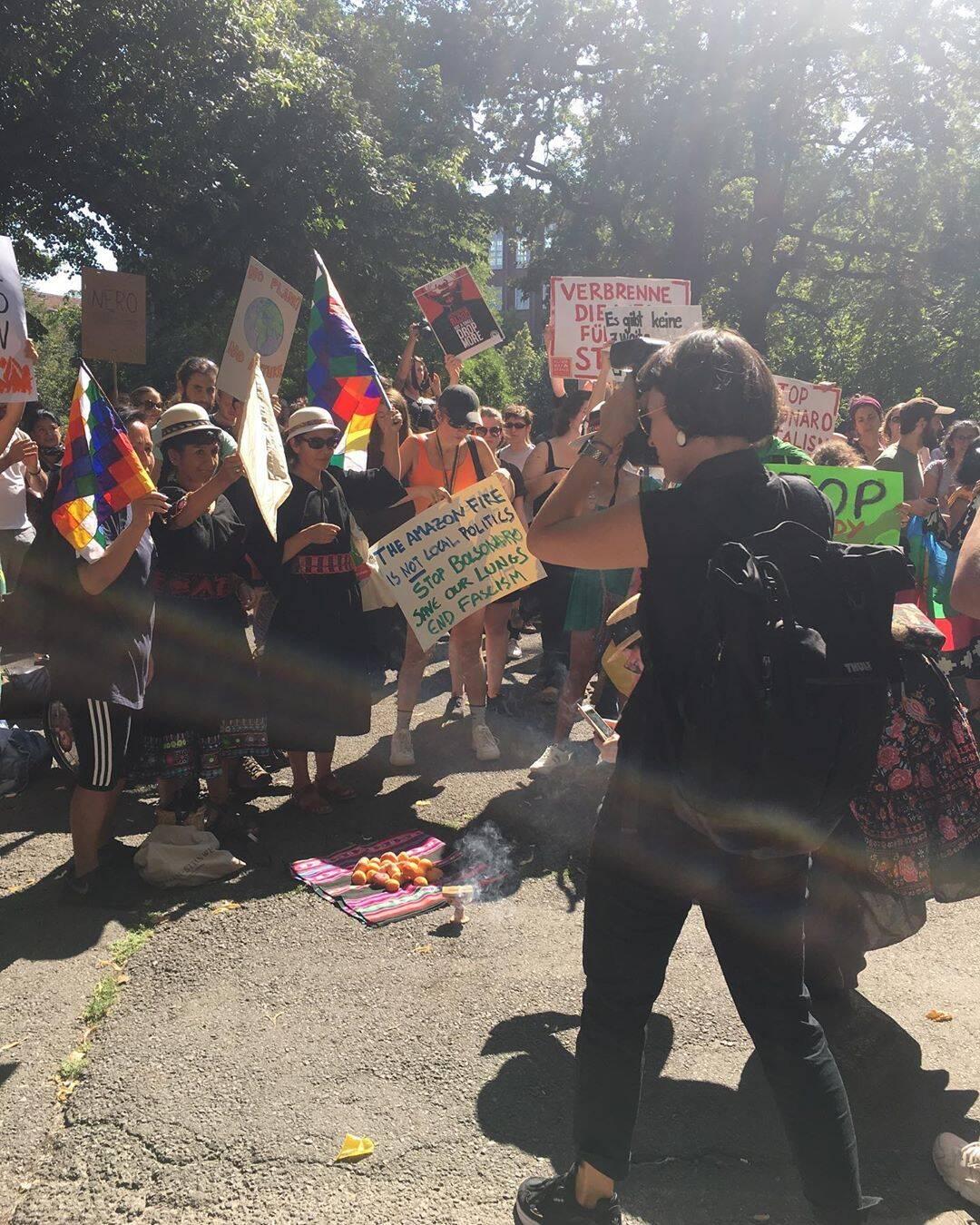 Manifestantes tomam a embaixada do Brasil em Berlim, na Alemanha /Foto: Reprodução