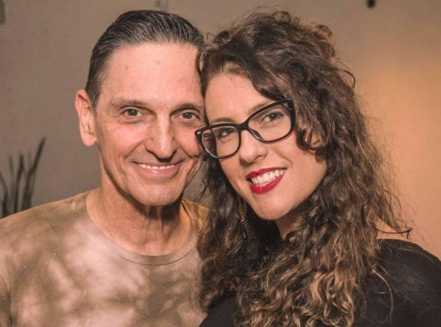 Paulo Miklos com a namorada, Renata Galvão