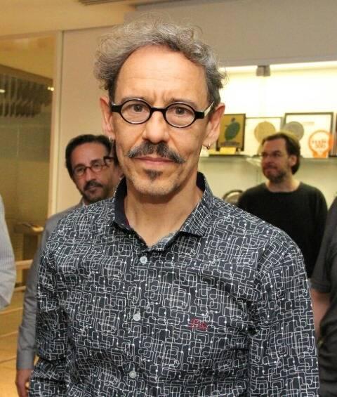 O diretor da peça, Emílio de Mello