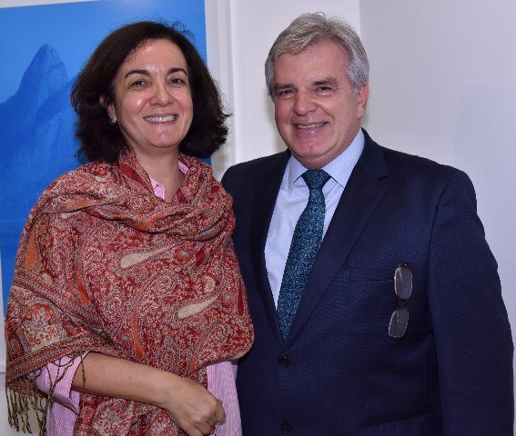 Denise e Gustavo Martins de Almeida