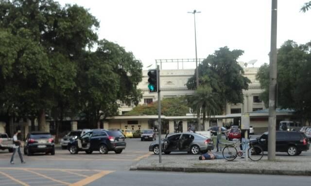 As ruas que cercam a Praça Santos Dumont, na Gávea, foram tomadas por Policiais Civis